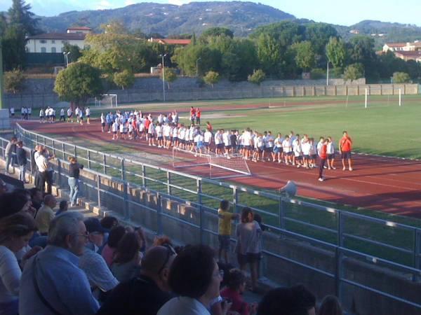 http://www.valdinievoleoggi.com/a23833-allo-stadio-mariotti-la-presentazione-dello-staff-tecnico-e-delle-formazioni-del-settore-giovanile-dal-1996-al-2007.html